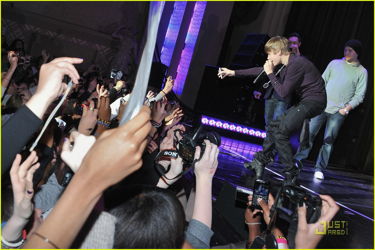 justin bieber purple paris 02