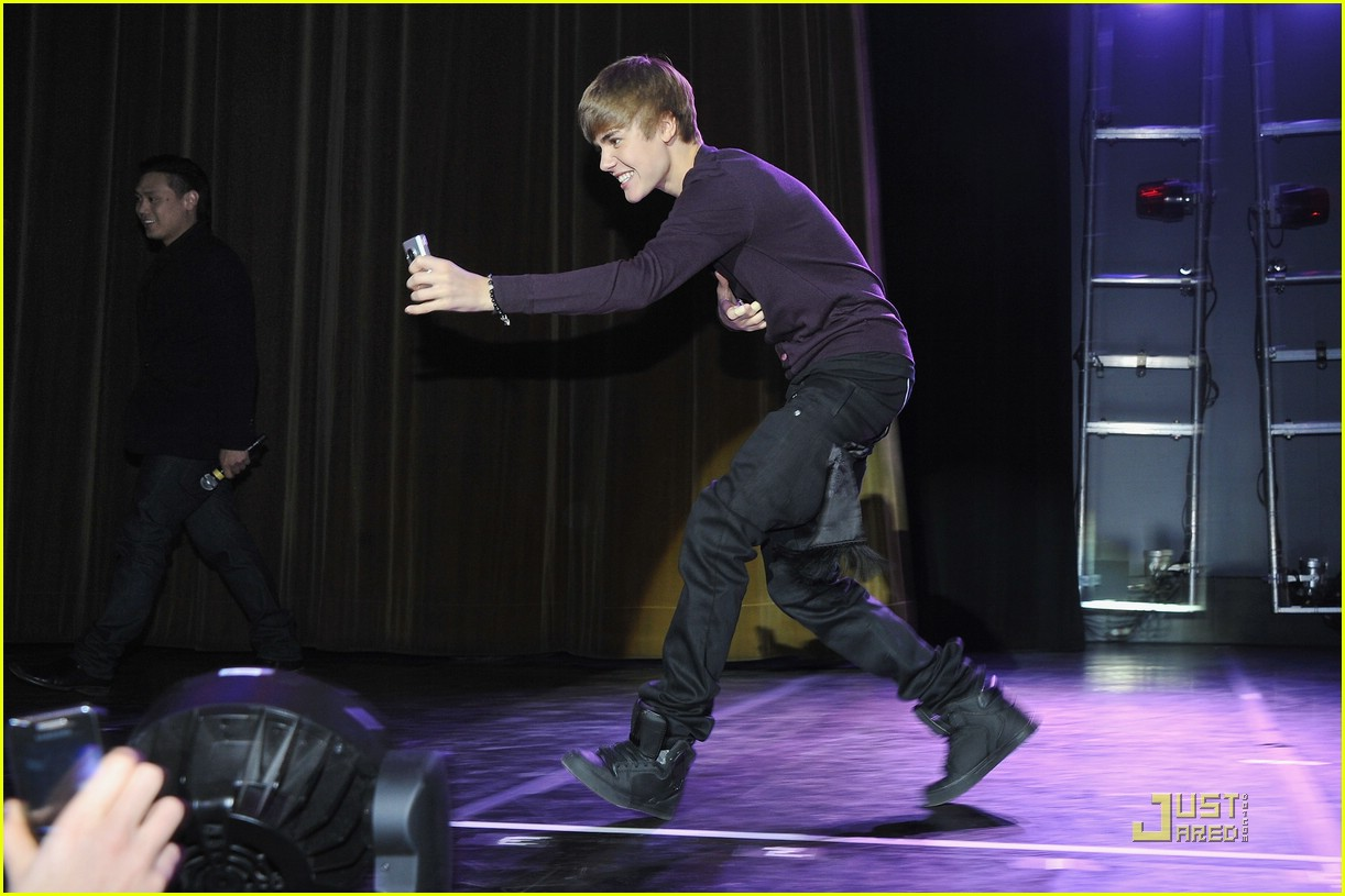 justin bieber purple paris 18