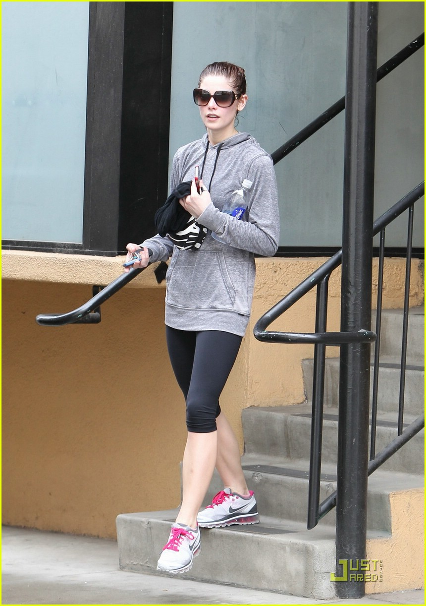 ashley greene rain workout 01