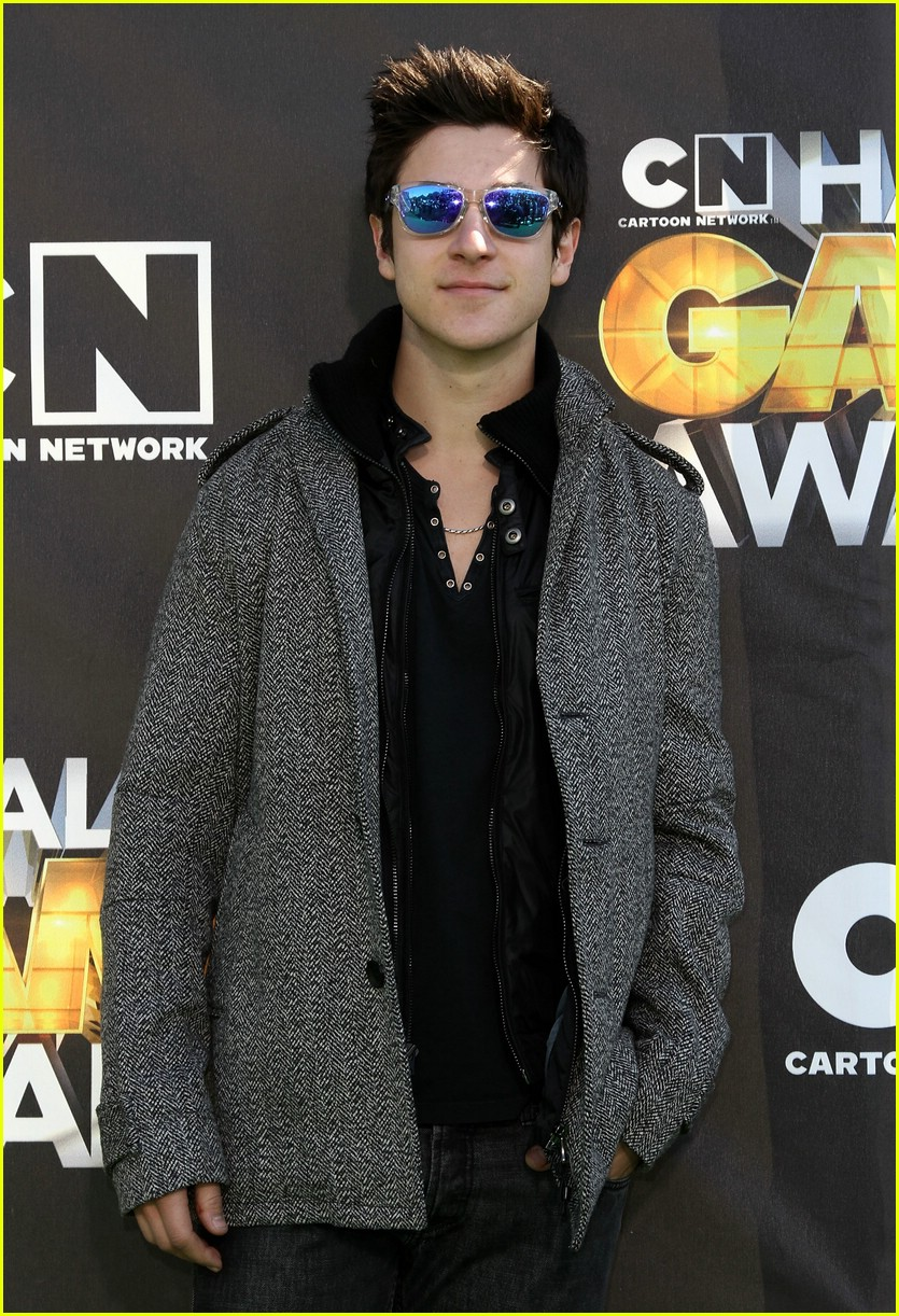 jake austin beard david henrie 06