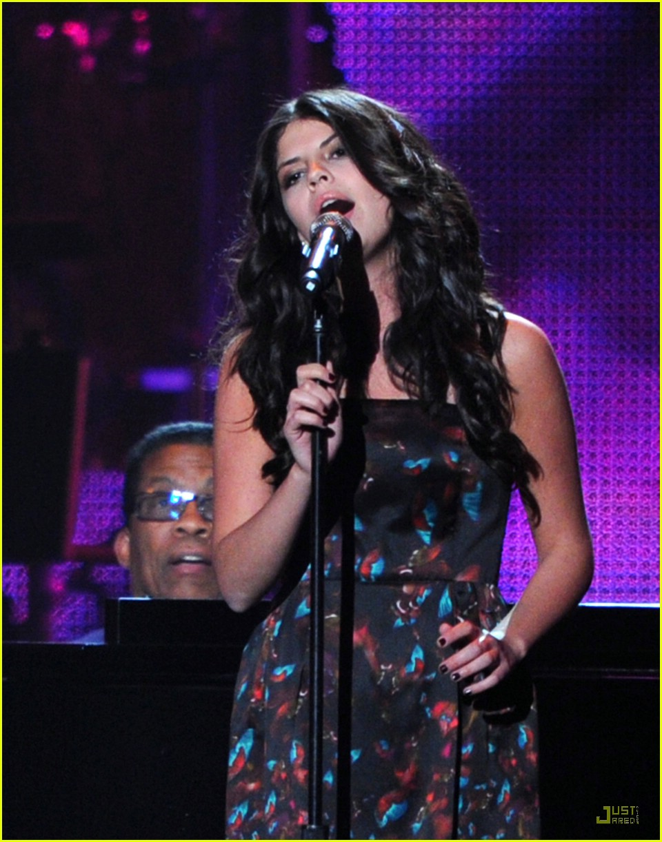 nikki yanofsky musicares performance 05