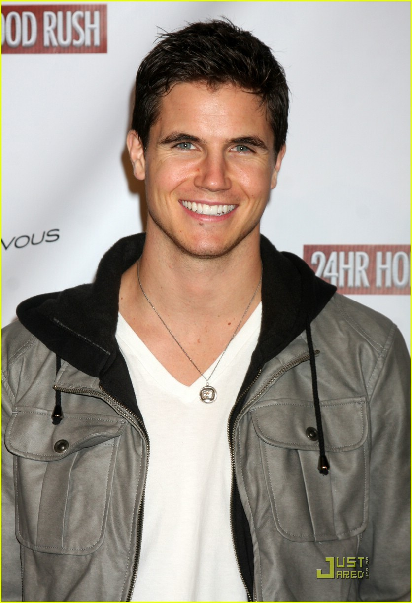robbie amell gale hunger games 05