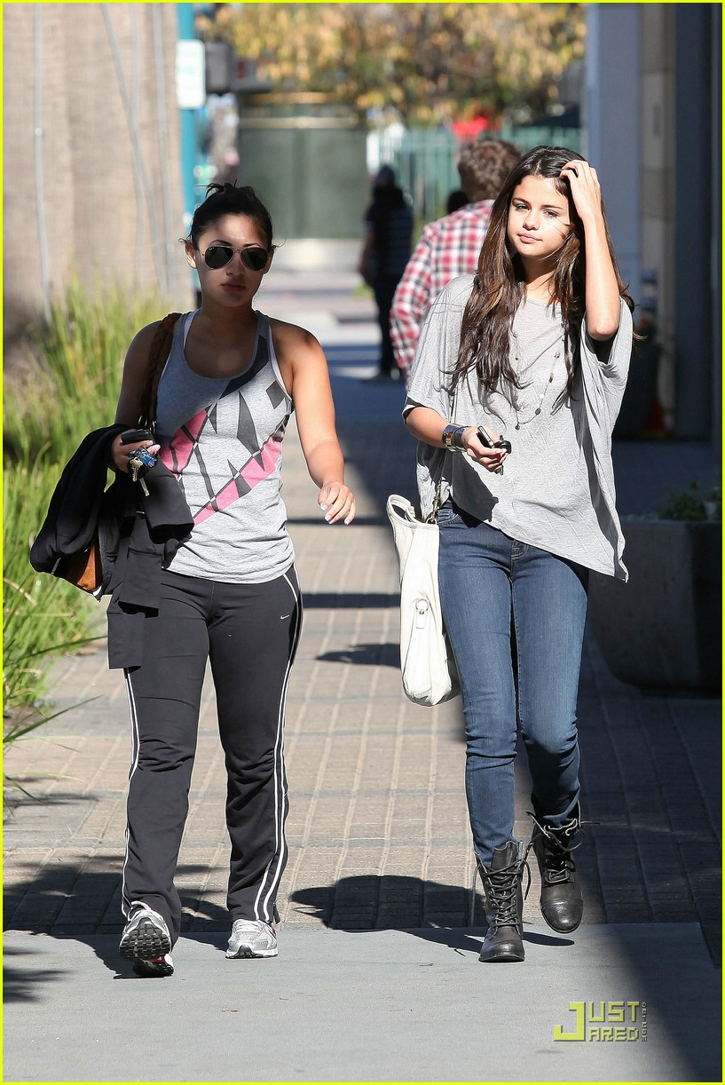 selena gomez francia raisa 17