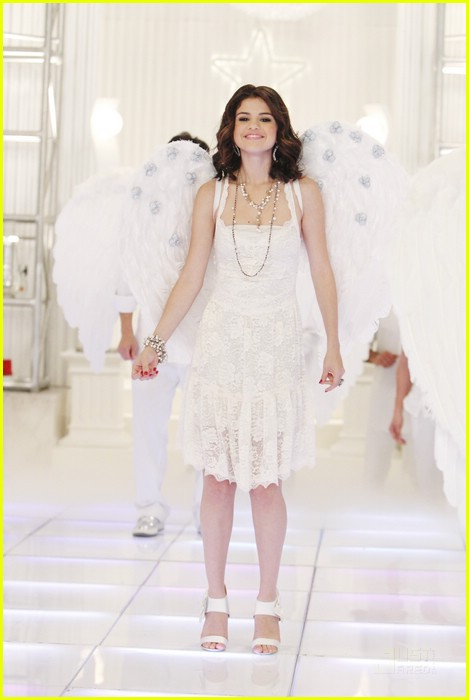 selena gomez jennifer stone angel dance 07