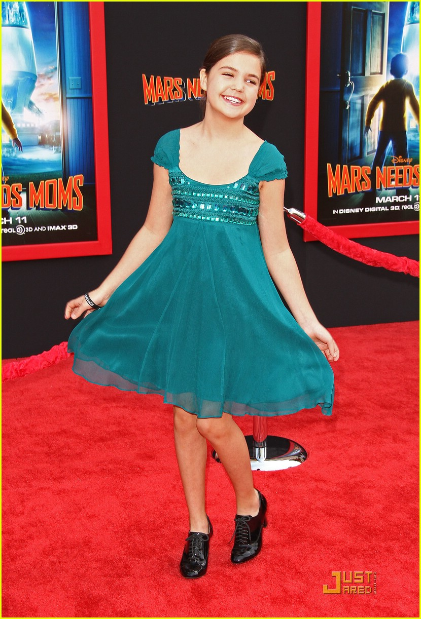 bailee madison mars moms 05