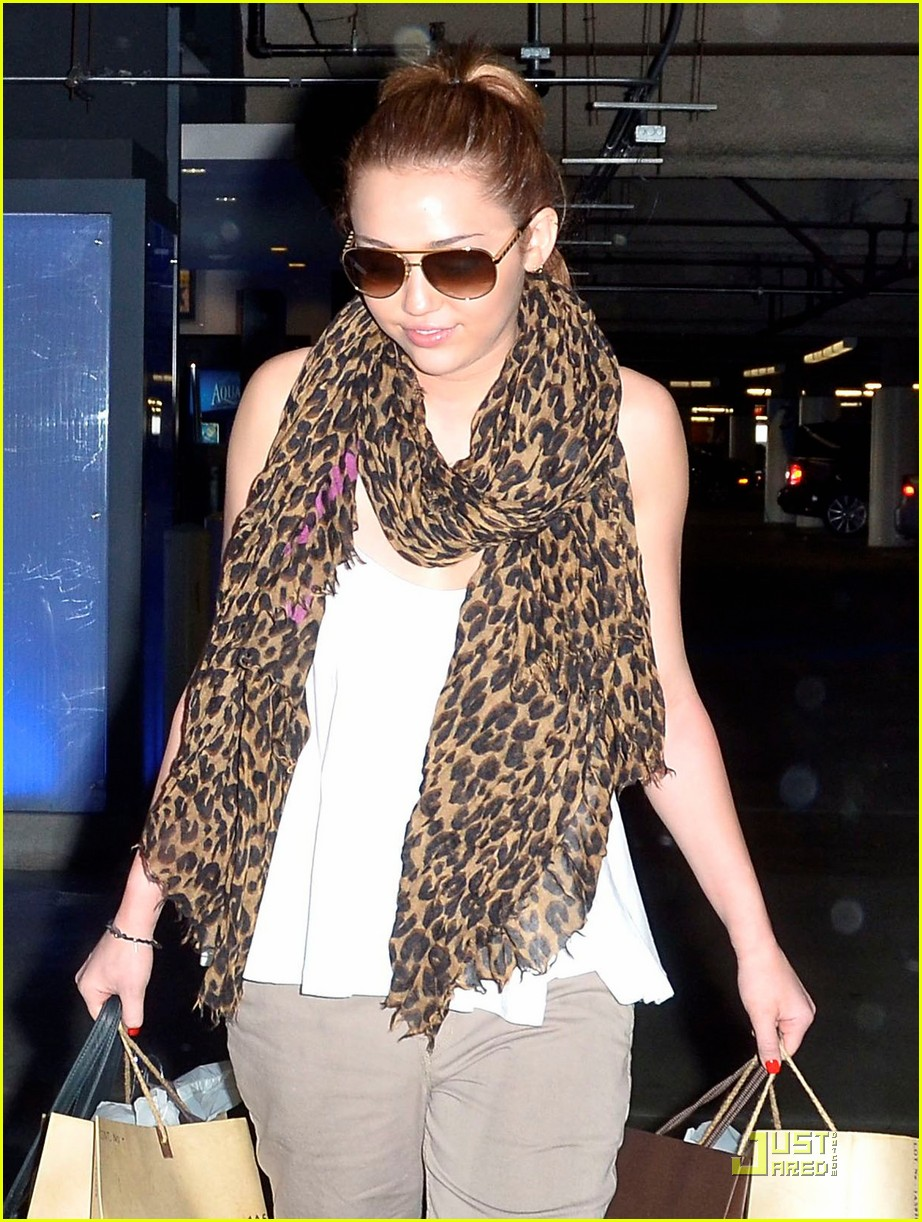 miley cyrus beverly center 01