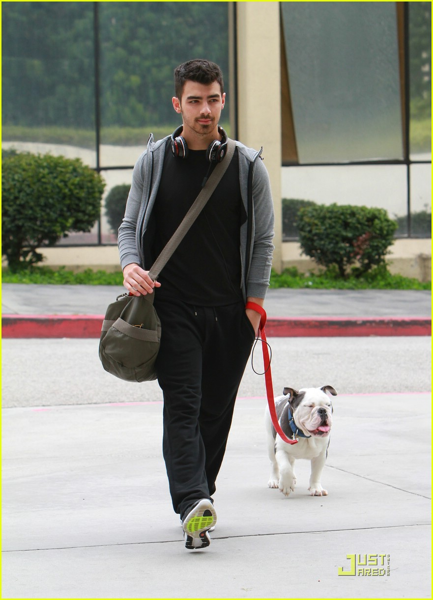 joe nick jonas out la 02
