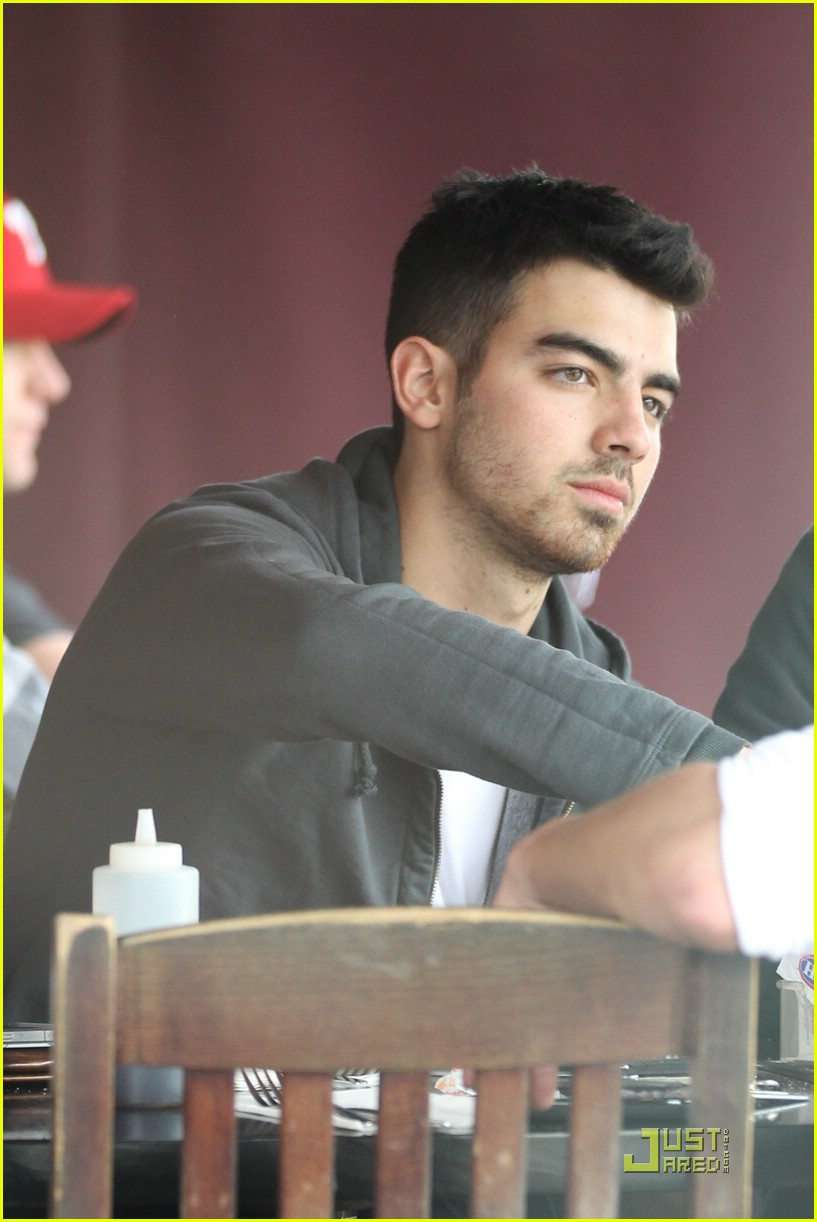 joe jonas winston doctor 06