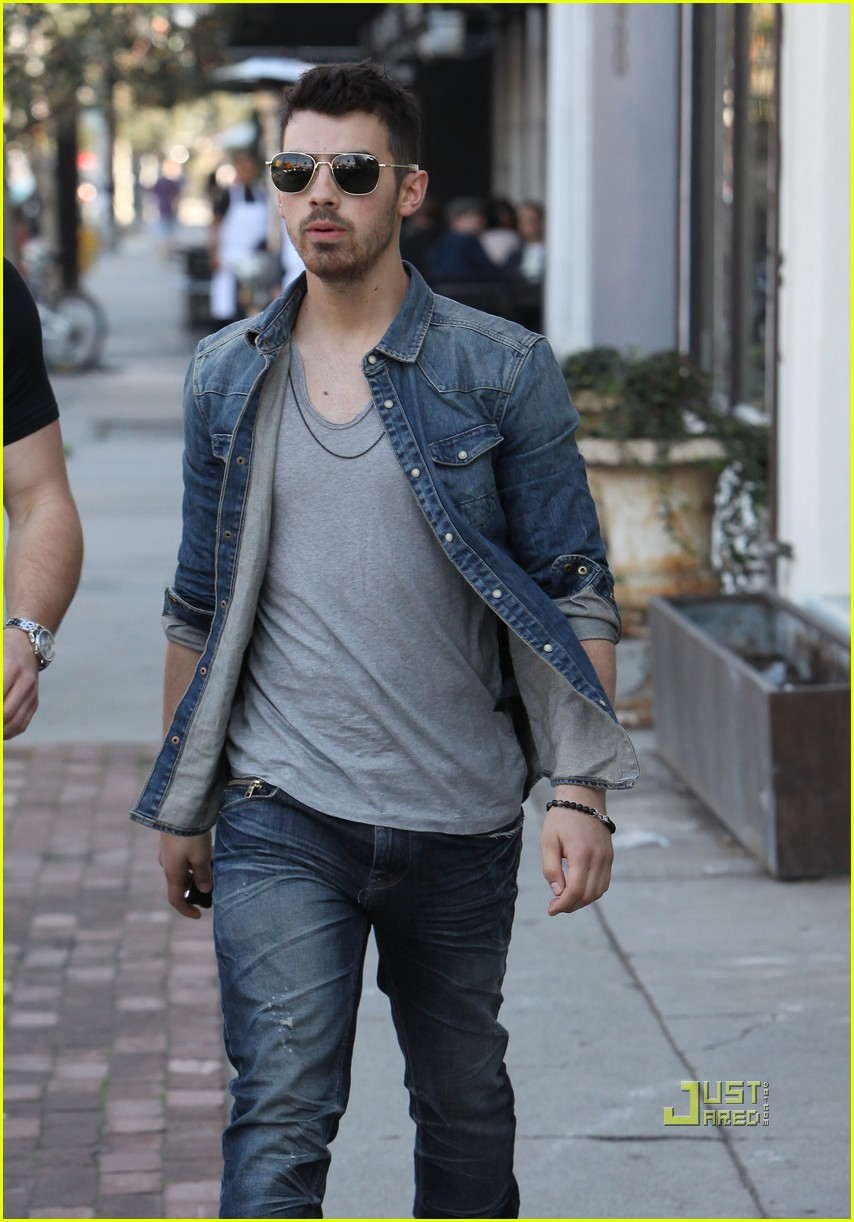 joe jonas joans on third 25