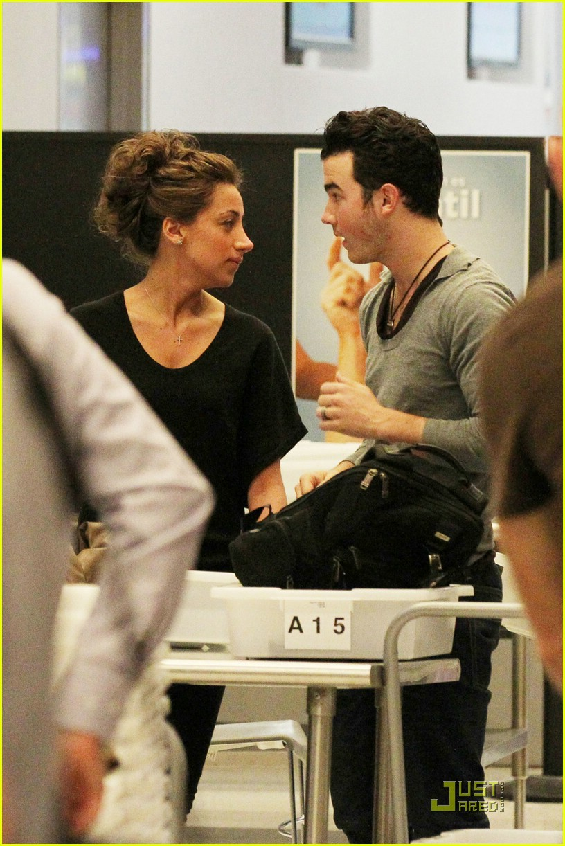 kevin danielle jonas miami airport 03