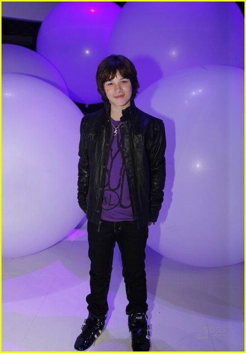 leo howard kickin it upfront 03