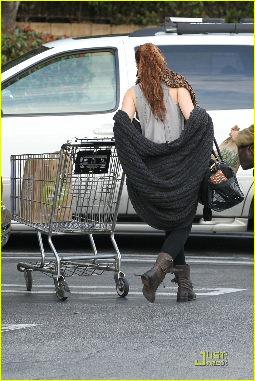 miley cyrus whole foods 05