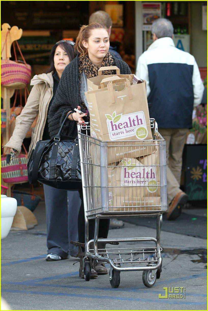 miley cyrus whole foods 10