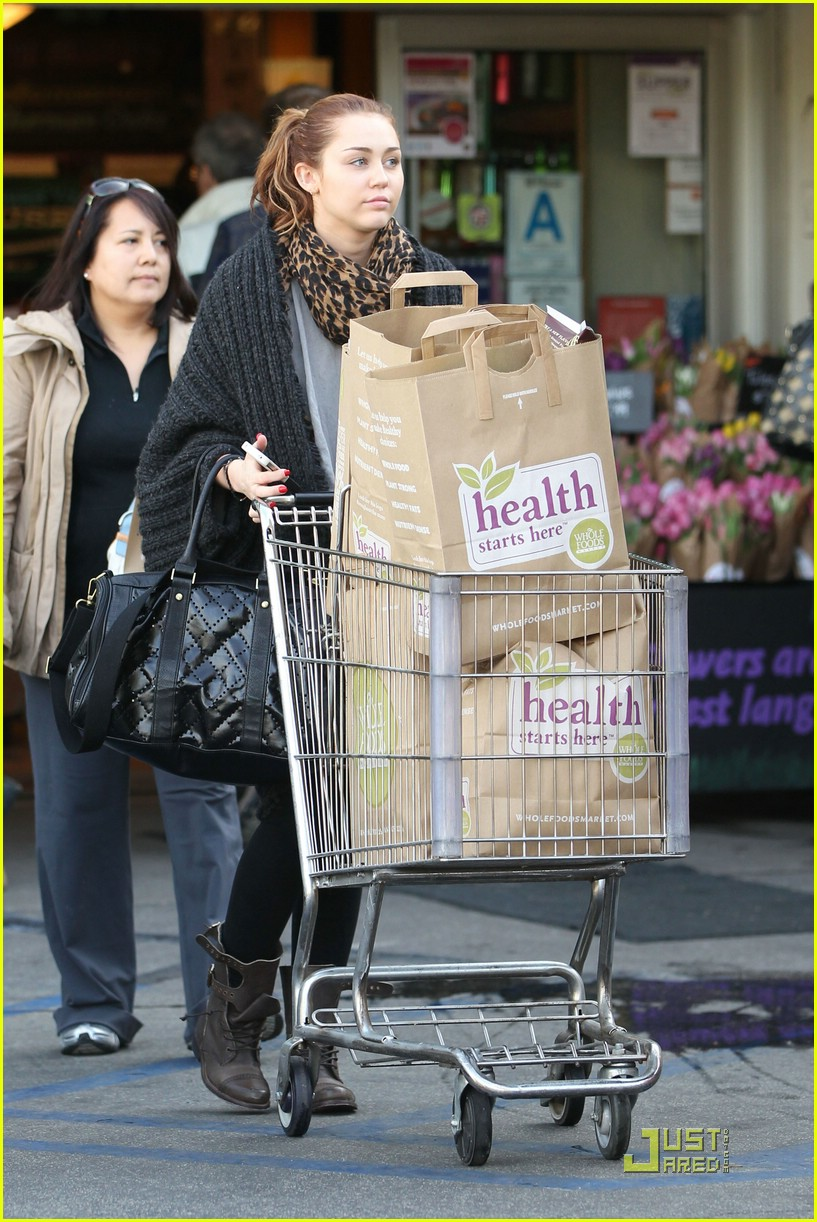 miley cyrus whole foods 16