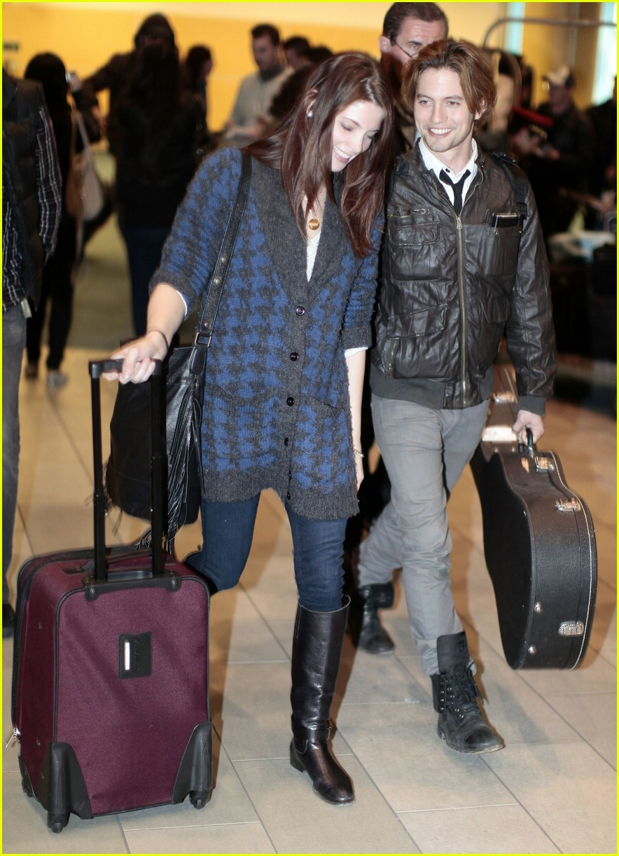 ashley greene jackson rathbone airport 11