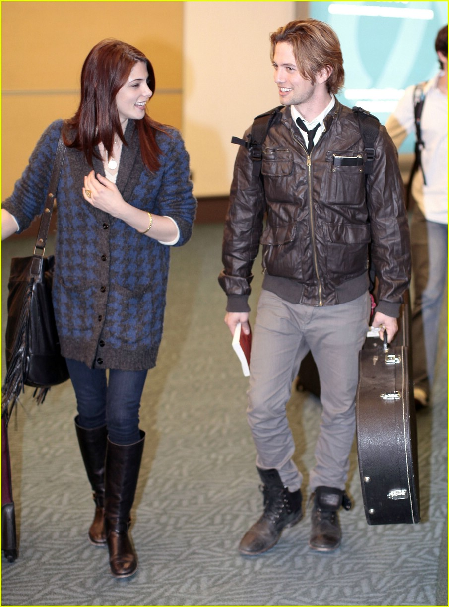 ashley greene jackson rathbone airport 14