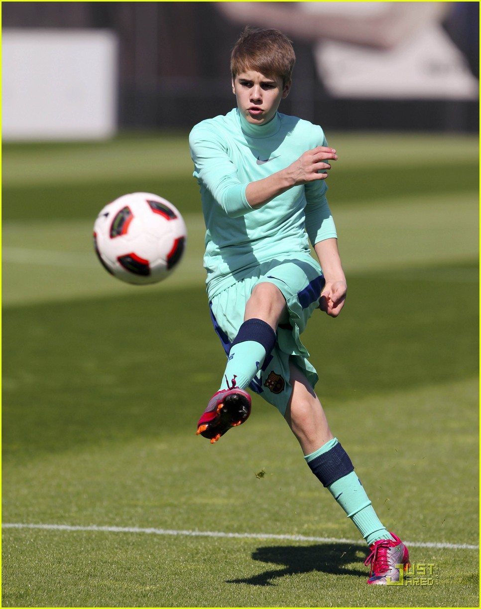 justin bieber barcelona soccer 01