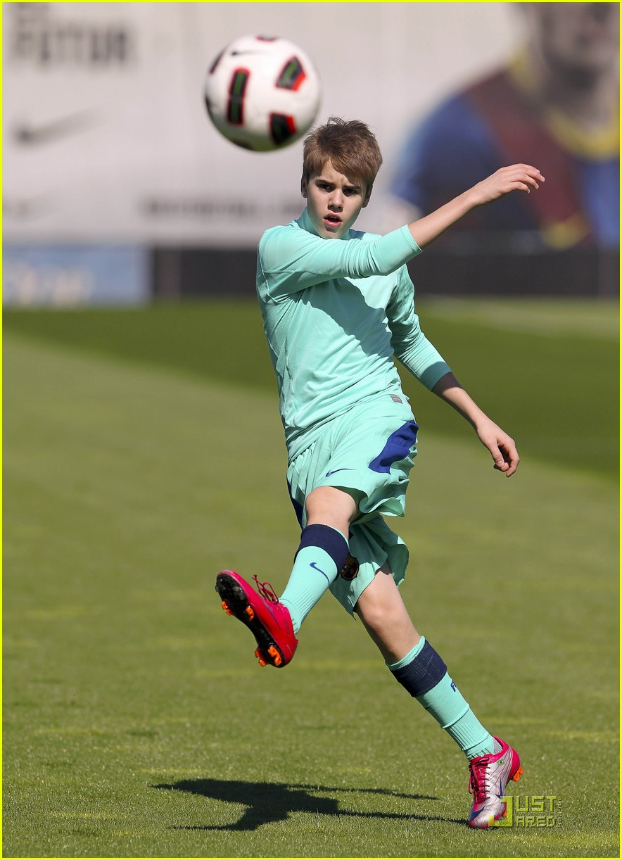 justin bieber barcelona soccer 05