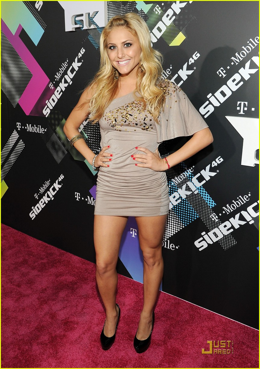 cassie scerbo tmobile launch 01