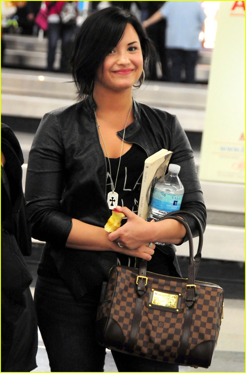 demi lovato chicago apple 03