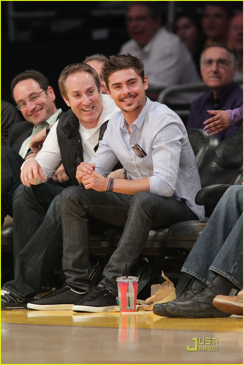 zac efron trampled on kobe bryant 01