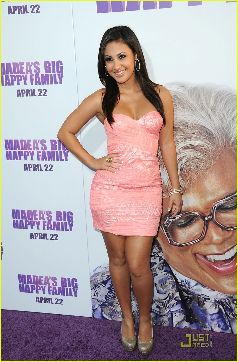 francia raisa happy family 01