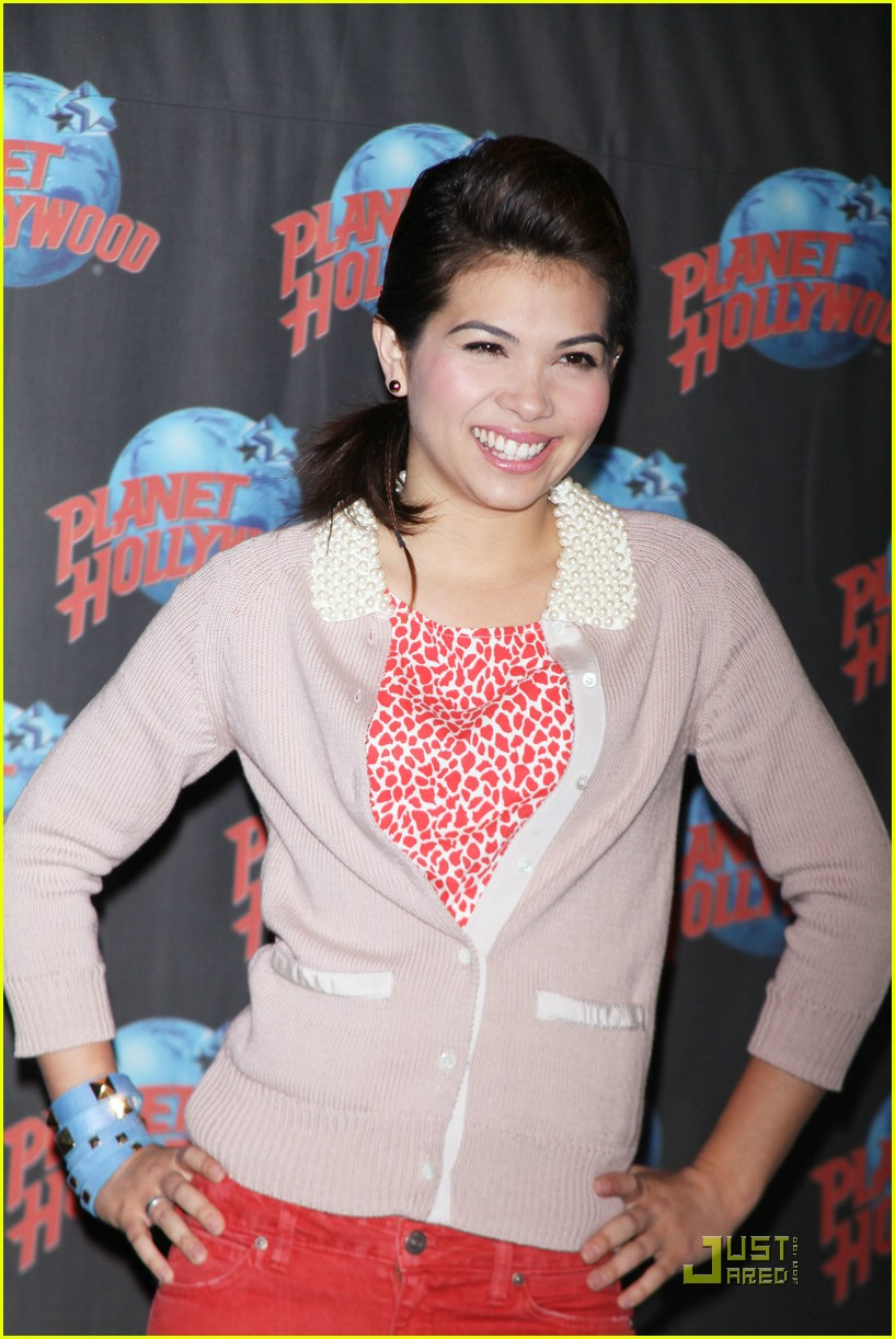 hayley kiyoko planet hollywood 11