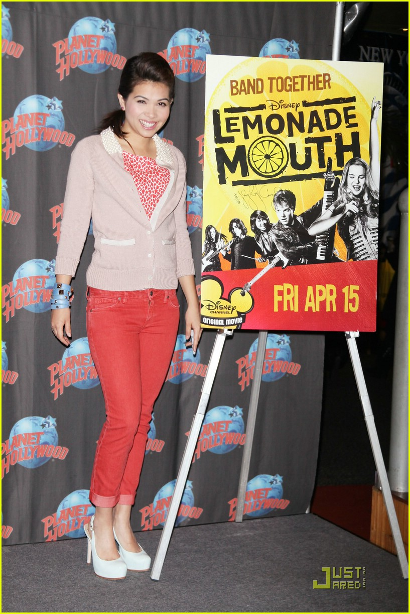 hayley kiyoko planet hollywood 12