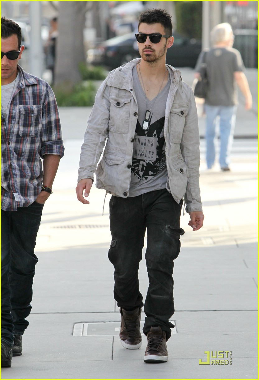 joe jonas beverly hills 03