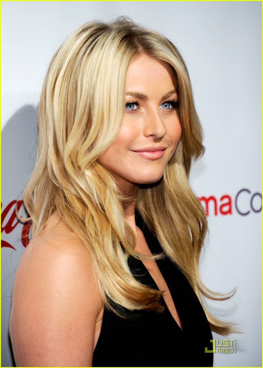 julianne hough cinemacon 01