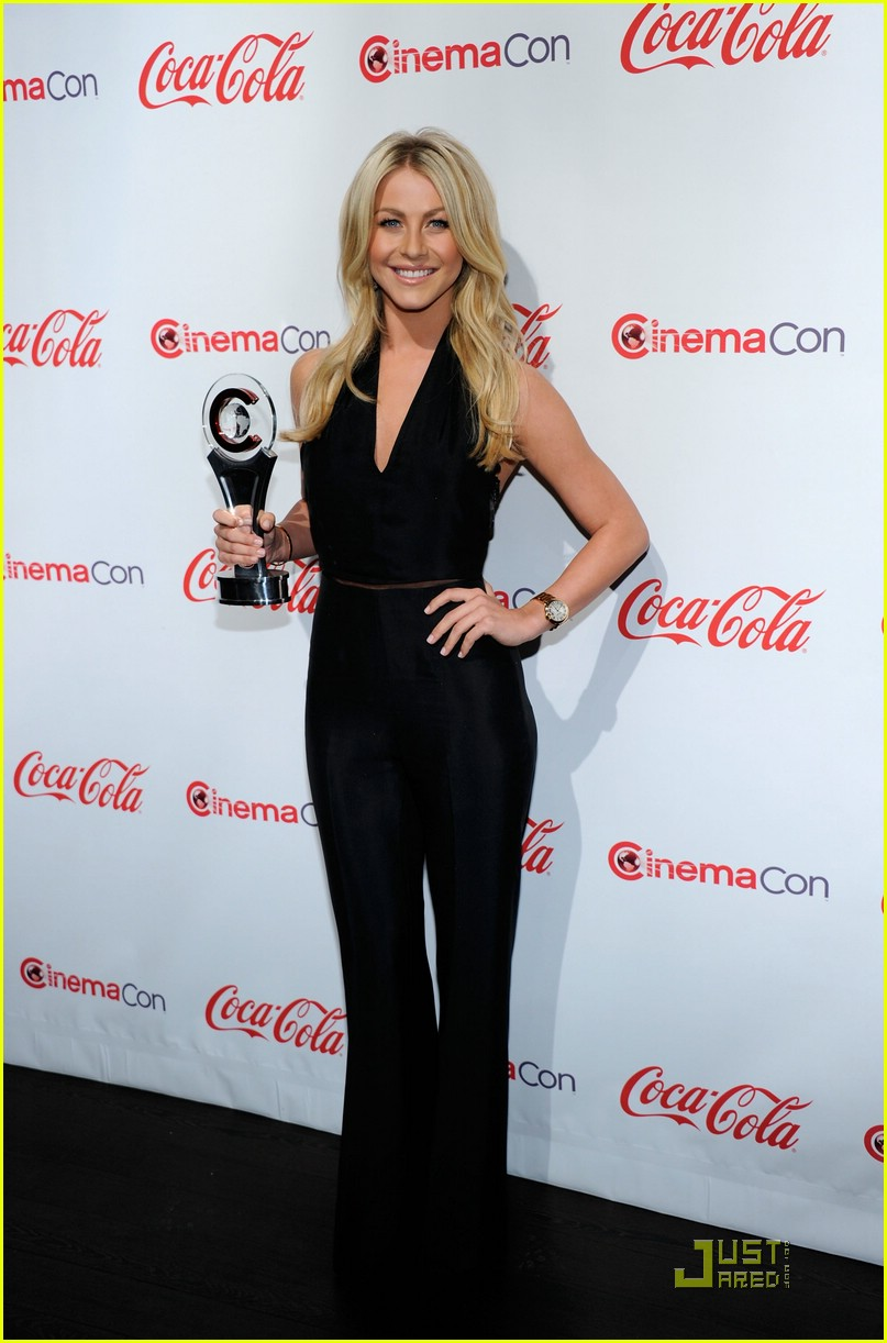 julianne hough cinemacon 03