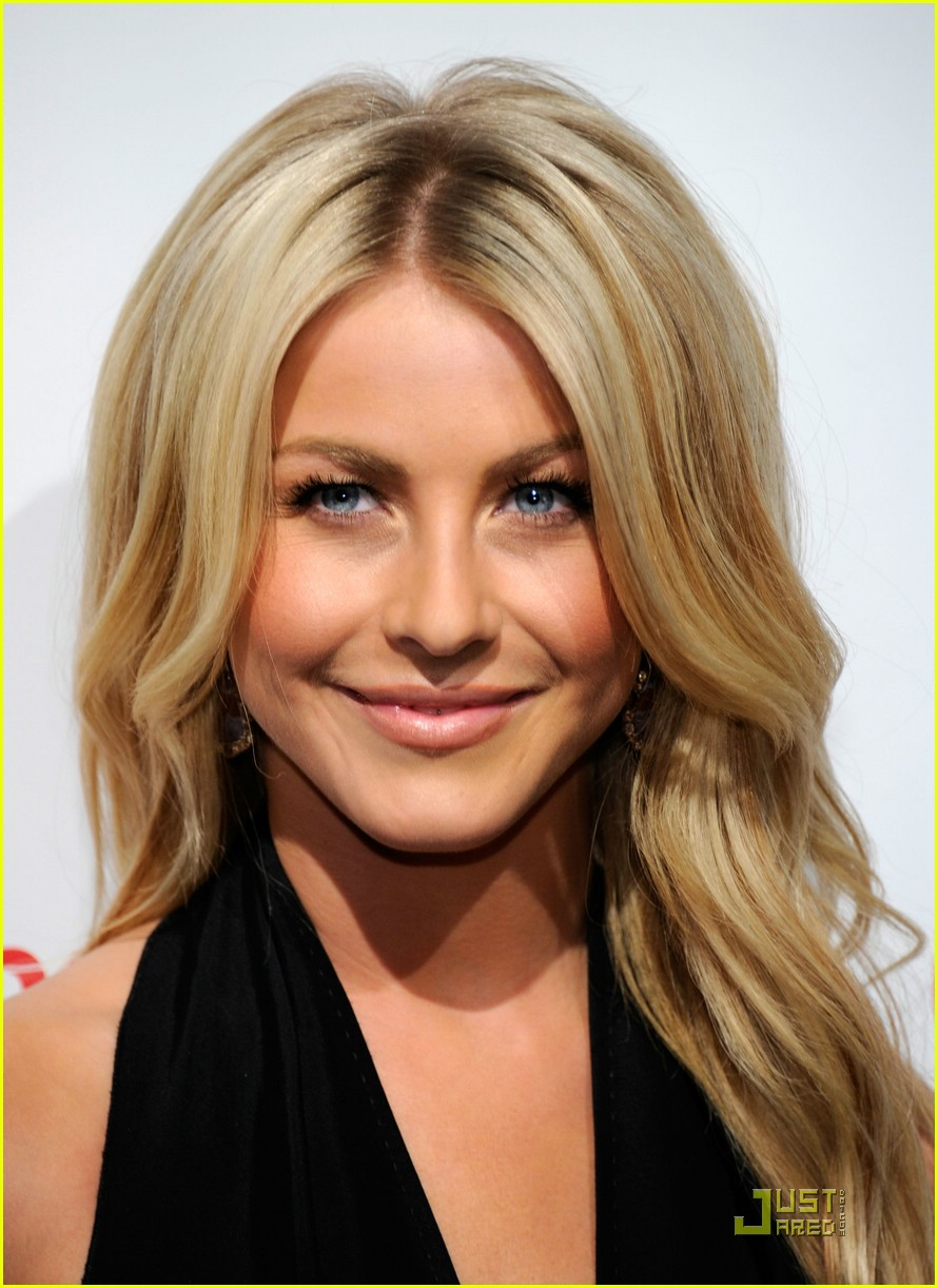 julianne hough cinemacon 14