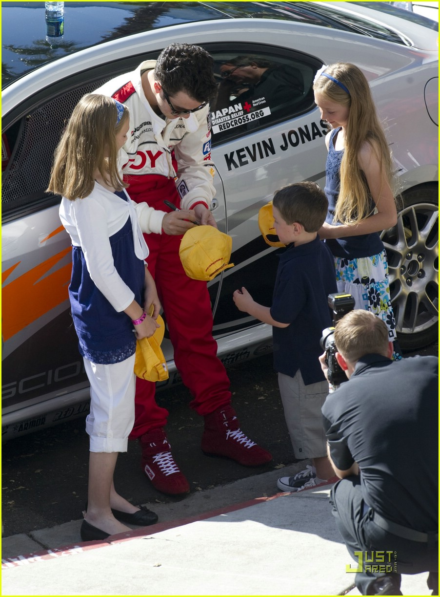 kevin jonas racing day 11