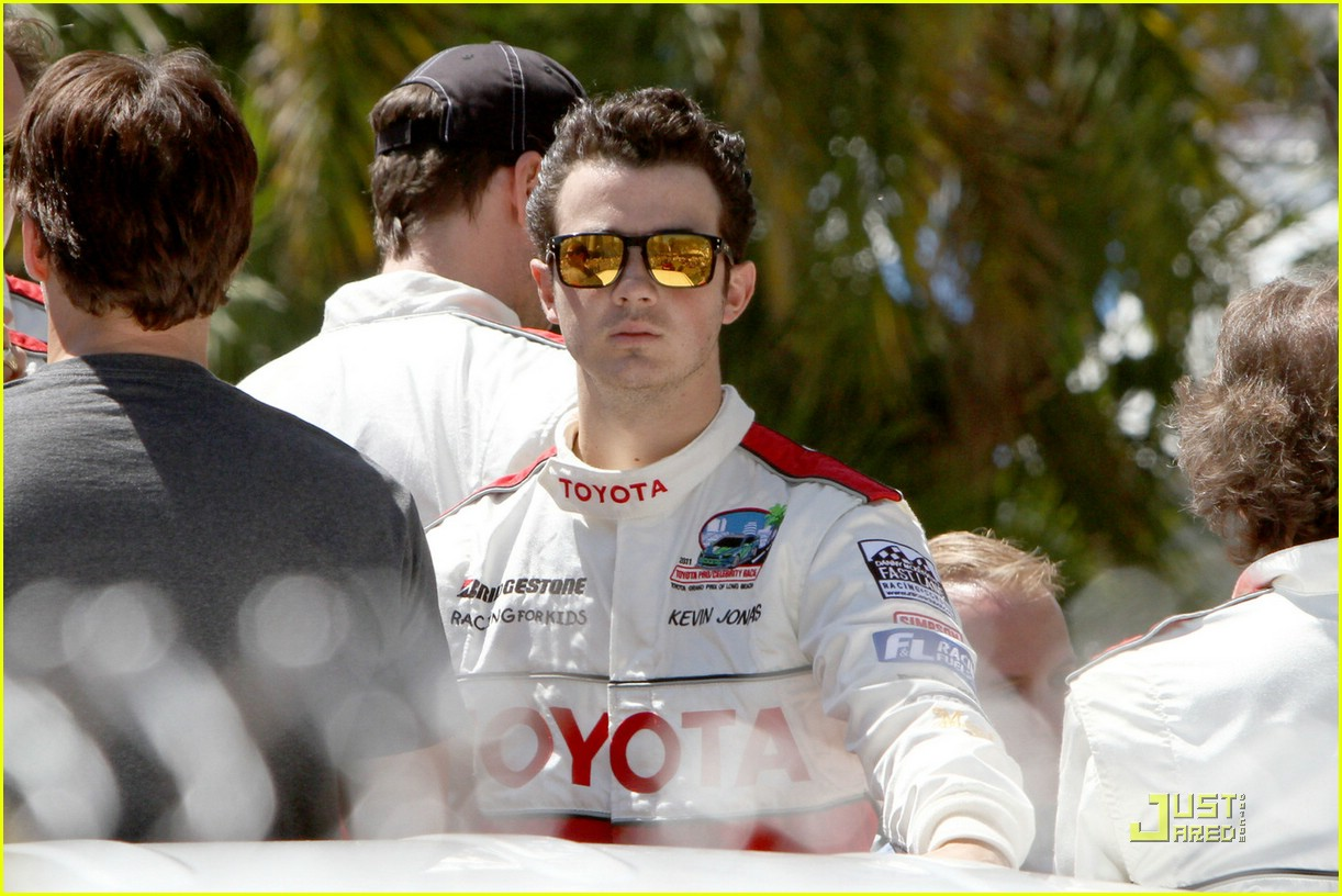kevin jonas racing day 16