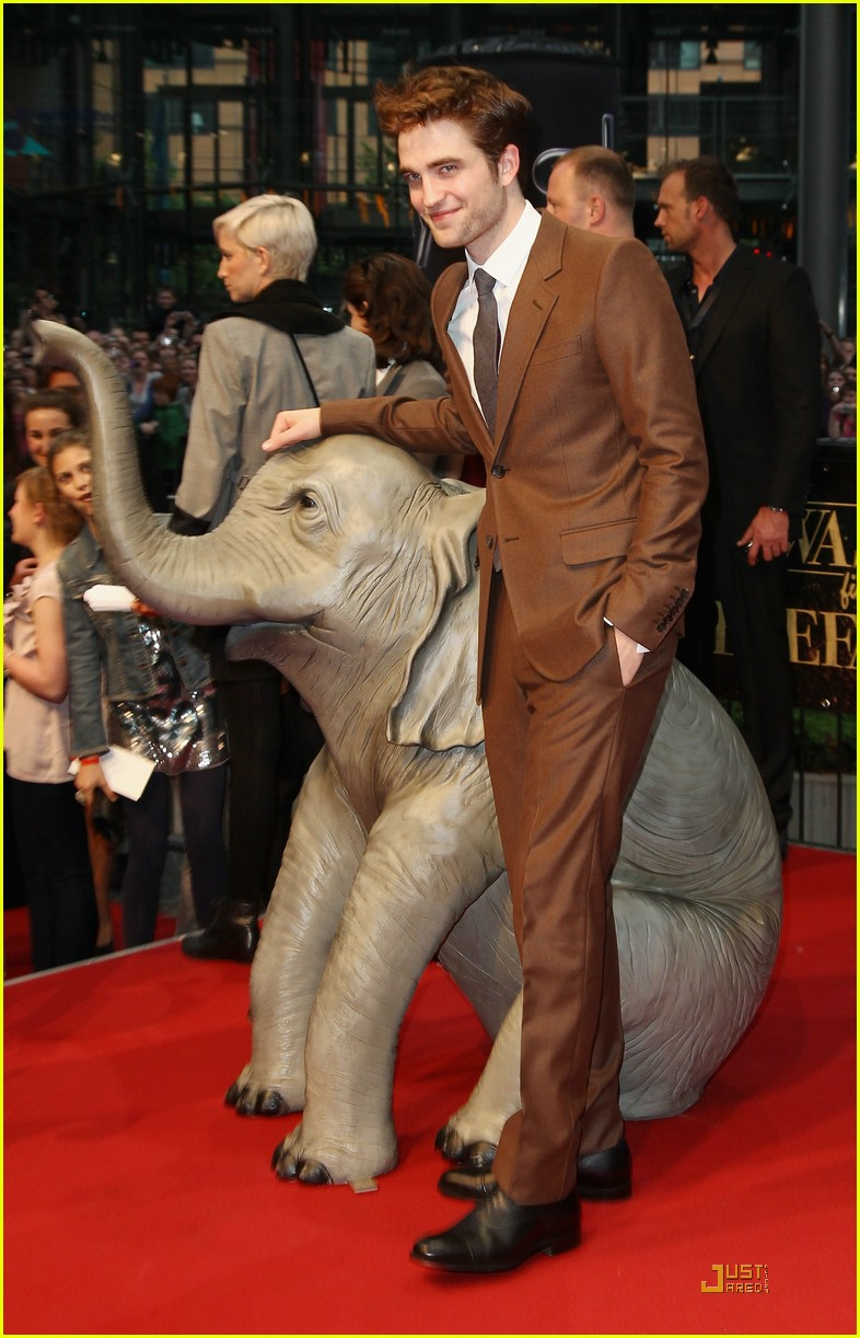 robert pattinson berlin elephants 08