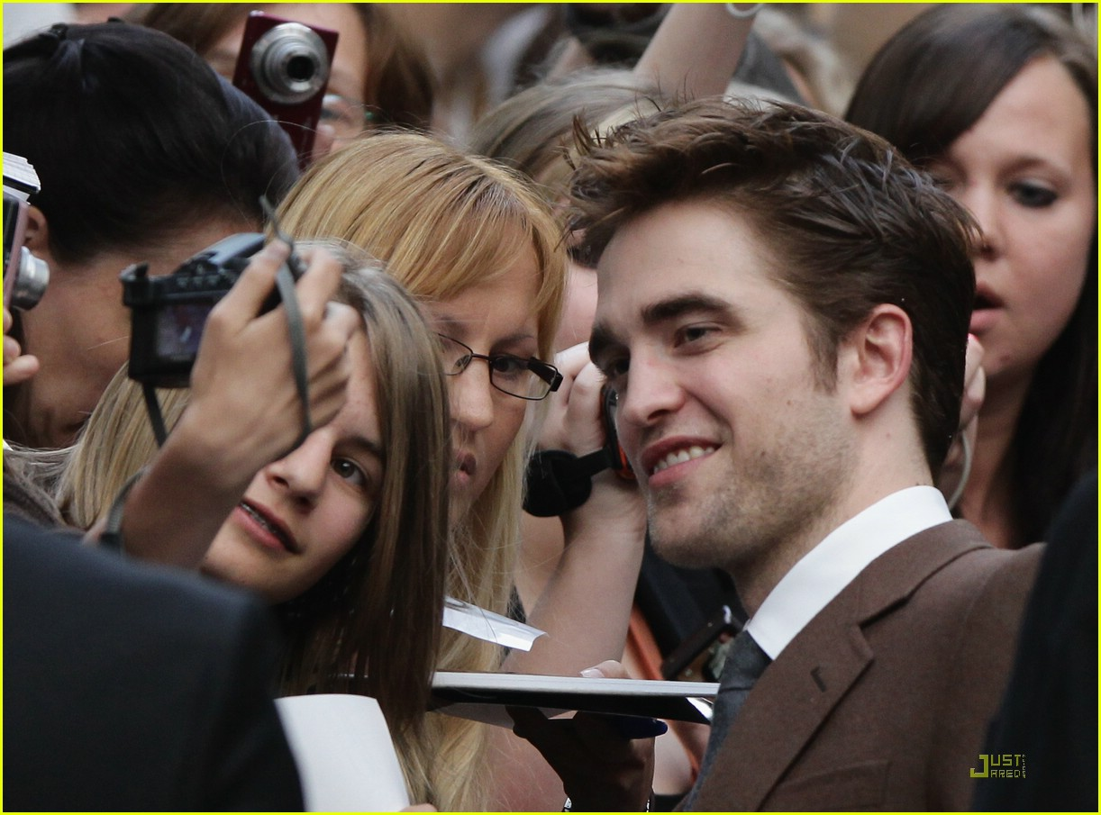 robert pattinson berlin elephants 19