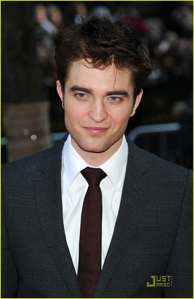 robert pattinson water nyc 12