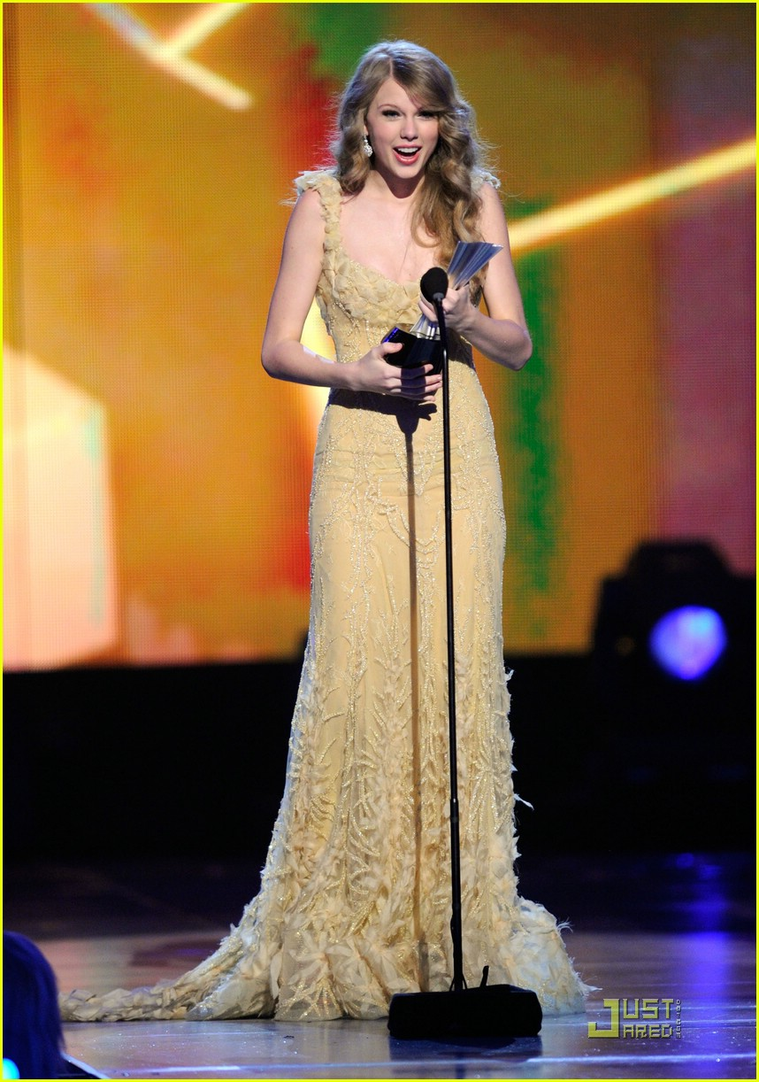 taylor swift entertainer year acm 15