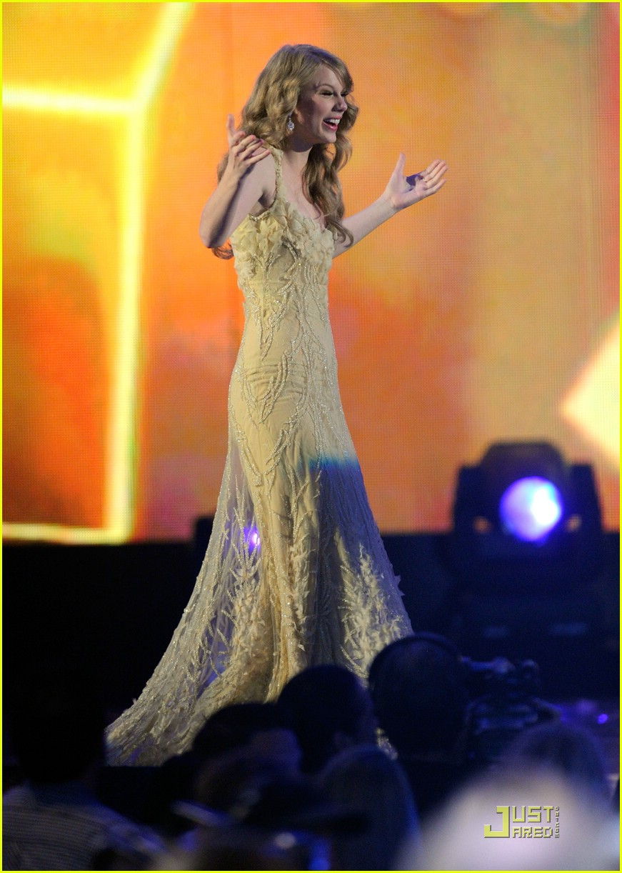 taylor swift entertainer year acm 21