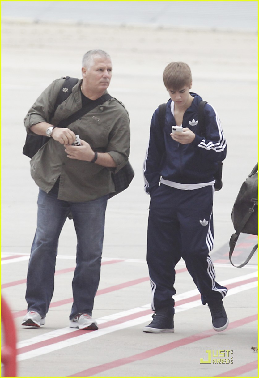 justin bieber melbourne flight 03
