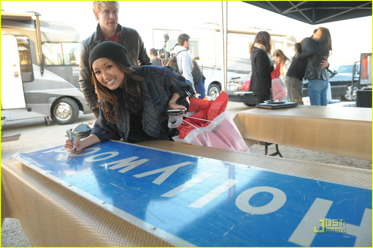 brenda song walk sign 05