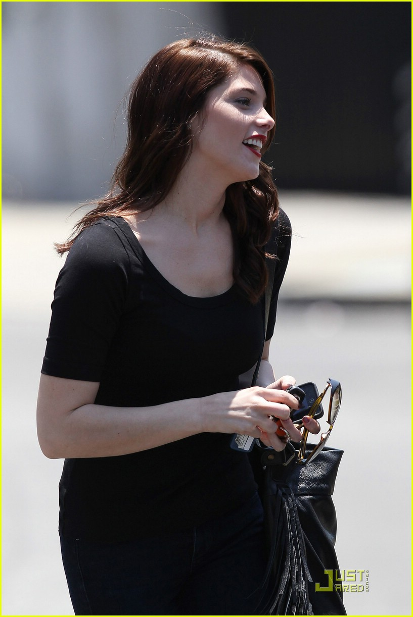 ashley greene cafe med 02
