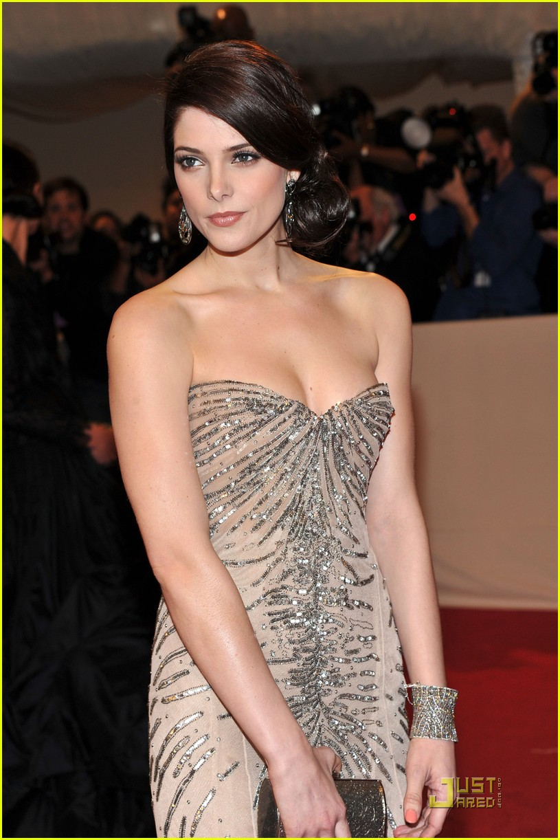 ashley greene met ball 2011 04
