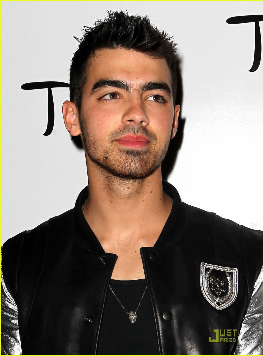 joe jonas tao bash 01