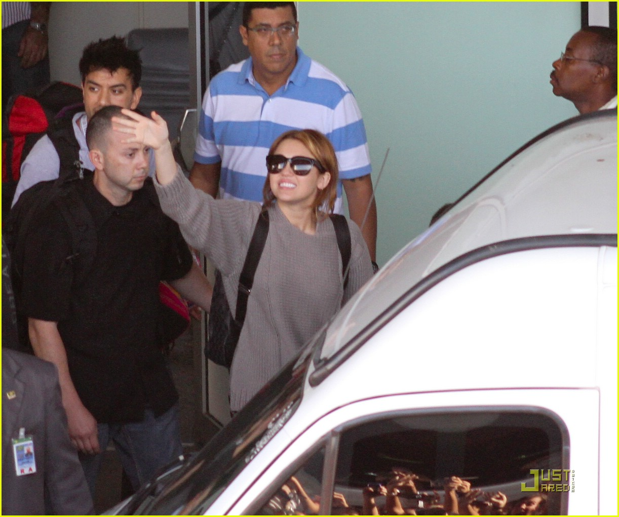 miley cyrus brazil arrival 01