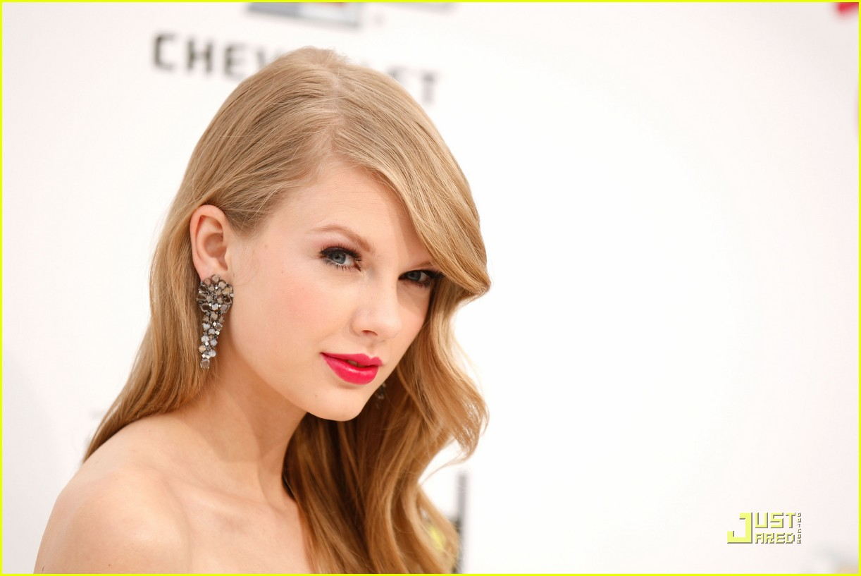 taylor swift billboard awards 13