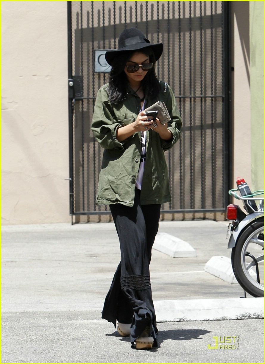 vanessa hudgens lunch lax 05
