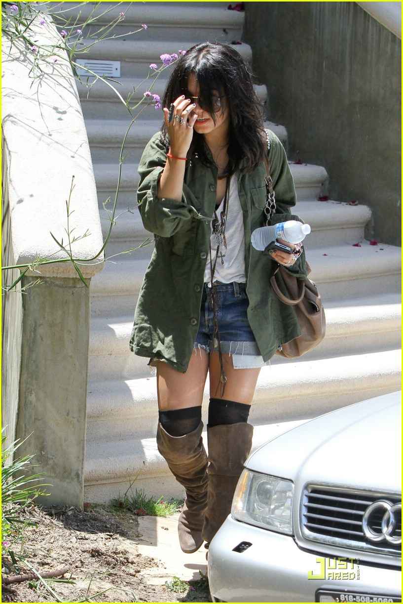 vanessa hudgens lunch lax 09