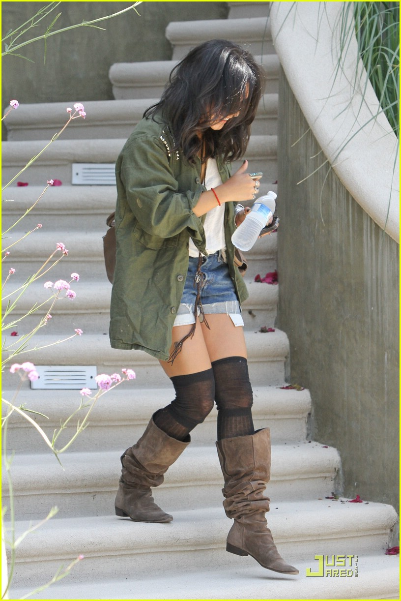 vanessa hudgens lunch lax 11