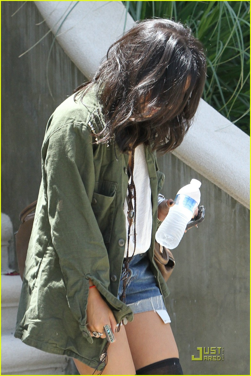 vanessa hudgens lunch lax 12